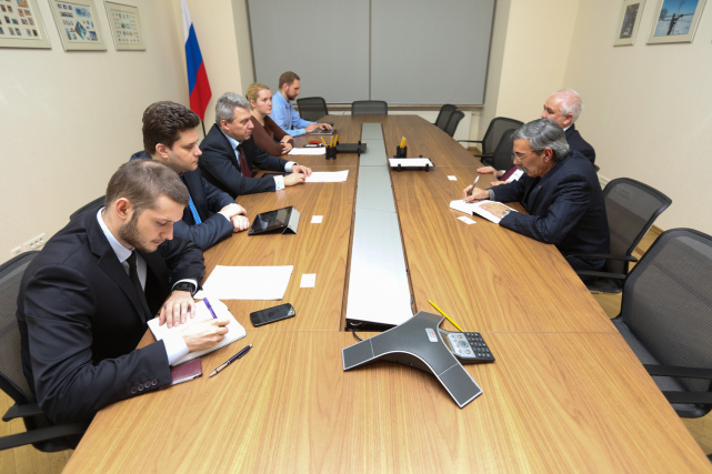 Working meeting of Rashid Ismailov and Emilio Lozada García, Extraordinary and Plenipotentiary Ambassador of the Republic of Cuba in the Russian Federation